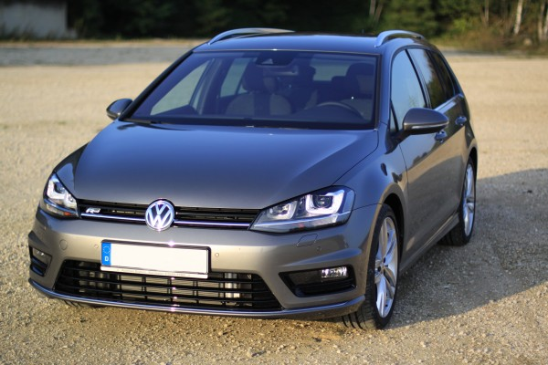Golf 7 Variant R-Line in Limestone Grey